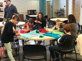 Families Turn T-Shirts into Bags for Neighbors